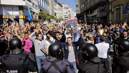 CARGA POLICIAL EN LA PROTESTA DEL CERCO EN SANTIAGO DE COMPOSTELA