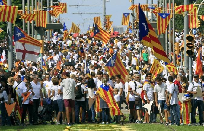 GRA258.BARCELONA 11/09/2015.- Manifestación Via Lliure convocada por las plataformas independentistas convocada en la avenida Meridiana de Barcelona a favor de la secesión, coincidiendo con la primera jornada de la campaña electoral de las elecciones catalanas del 27S. EFE/ Andreu Dalmau.