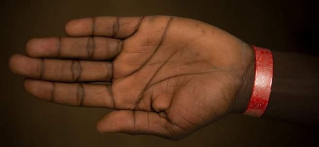 pulsera para refugiados